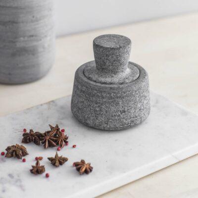 Mortier à graines en granit