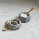 sel et poivre en granit