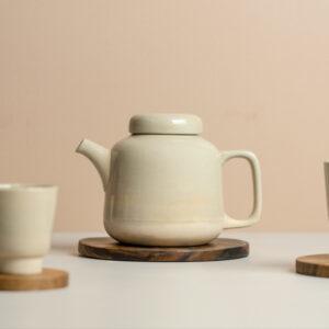 théière en céramique beige