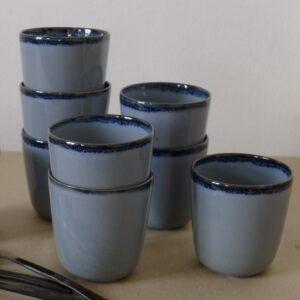 Gobelet en céramique bleu